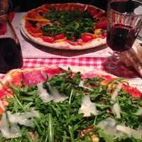 Снимок сделан в Pizzeria Ciao Tutti пользователем Julia C. 12/5/2014