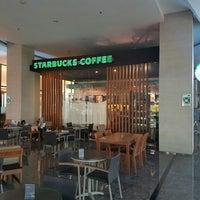 Photo taken at Starbucks by Samuel A. Budiono on 6/8/2016