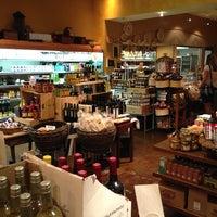 Photo prise au Alon's Bakery & Market par MH H. le6/15/2013