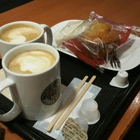 Photo taken at カフェ・ベローチェ 東陽七丁目店 by Jane on 1/1/2018