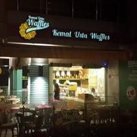 9/12/2013 tarihinde Kemal Usta Wafflesziyaretçi tarafından Kemal Usta Waffles'de çekilen fotoğraf