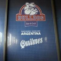 Foto diambil di Bulldog Bar & Grill oleh Rodrigo M. pada 6/18/2014