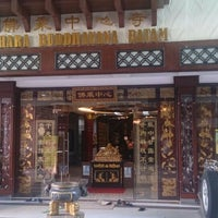Photo taken at Vihara Buddhayana by Eddy E. on 8/18/2015