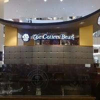 Photo taken at The Coffee Bean & Tea Leaf by Eddy E. on 11/23/2014