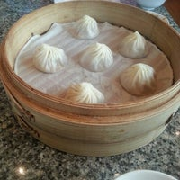 Photo taken at Din Tai Fung by 💖🍒Cherry🍒💖 on 11/18/2012