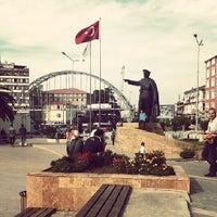 10/2/2013 tarihinde ♥ Lizahmet ♥ A.ziyaretçi tarafından Atatürk Meydanı'de çekilen fotoğraf