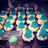 Снимок сделан в Upside Down Cake пользователем Aliona E. 12/14/2012