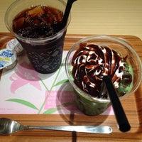 Photo taken at nana's green tea 熊本パルコ店 by おがっち on 6/8/2014