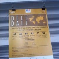 Photo taken at Institut Français d'Indonésie (IFI) by ymn♻️ &. on 9/17/2014