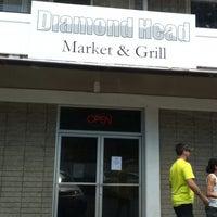 Foto tomada en Diamond Head Market & Grill por Sally B. el 9/9/2013