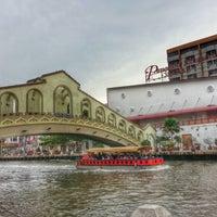 Photo taken at D'River Cafe aka Kedai Panjang by Yusman H. on 12/16/2014