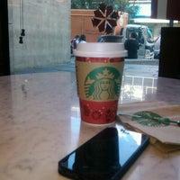 Photo taken at Starbucks Oficinas by Monsh L. on 11/26/2013