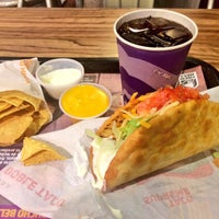Photo taken at Taco Bell by Maru V. on 8/31/2015