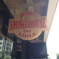 11/28/2013 tarihinde Nina E. A.ziyaretçi tarafından The Smokehouse and Grill'de çekilen fotoğraf