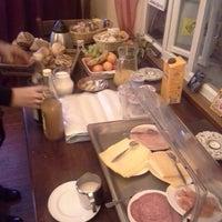 Photo taken at Bed & Breakfast Het Vliegend Hert by Kristof V. on 11/30/2014