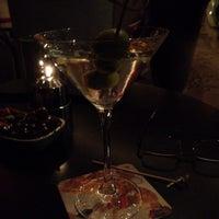Das Foto wurde bei Empress Lounge von Robert Louis W. am 10/19/2013 aufgenommen