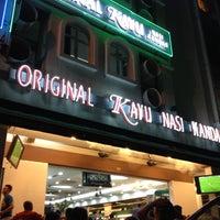 Foto tomada en Original Kayu Nasi Kandar Restaurant por Muhamad Salleh el 11/13/2012