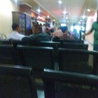 Photo taken at Kantor Imigrasi Kelas 1 Jakarta Pusat by Romi H. on 6/27/2014
