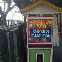 Photo taken at Es Rumput Laut Siberut by Samson Ariel S. on 9/23/2012