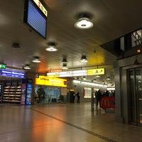 Foto tirada no(a) Terminal A por simon l. em 12/13/2015