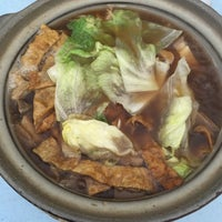 Photo taken at 食味香瓦煲肉骨荼 Bak Kut Teh by Jeannie on 3/22/2015