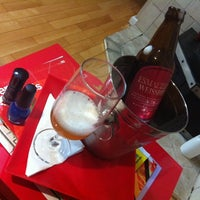 Das Foto wurde bei Esmalteria Nail Bar von Sal 👠 C. am 5/27/2014 aufgenommen