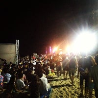 Photo taken at Chill Music On The Beach 7 หน้าเจ็ดหลังเจ็ด by Ma'Boyz P. S. on 3/31/2013