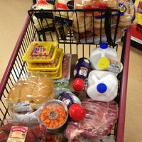 Photo taken at Giant Eagle Supermarket by I'm Here W. on 5/31/2013