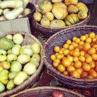 Foto tirada no(a) Urban Harvest Farmers Market por Rachel em 6/16/2012