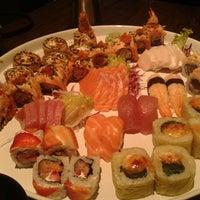 Foto tirada no(a) Carcavelos Sushi por Renato M. em 4/5/2013