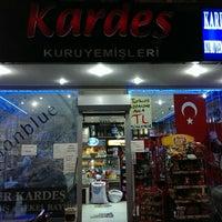 Photo taken at Kardeş KURUYEMİŞLERİ by Engin U. on 10/27/2013