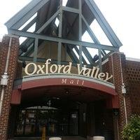 Das Foto wurde bei Oxford Valley Mall von Kristina O. am 9/13/2013 aufgenommen