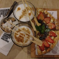 Photo taken at Max Brenner by Anastasia Y. on 1/20/2015