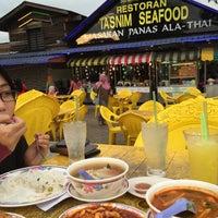 Photo taken at Tasnim Seafood by Nurul N. on 12/9/2016