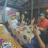 Photo taken at Roti Telur Goreng Kentang Gerai No.45 by Bob's T. on 4/14/2015