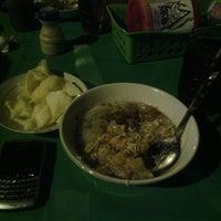 Photo taken at Bubur Ayam Jakarta Mang Dudung by Ekka A. on 12/16/2012