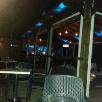8/9/2013 tarihinde Pepe L.ziyaretçi tarafından Gassho Sanxenxo Lounge Bar-Café'de çekilen fotoğraf