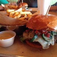 Das Foto wurde bei Haystack Burgers And Barley von Frank S. am 10/20/2013 aufgenommen