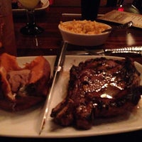 Photo taken at LongHorn Steakhouse by Hue T. on 11/23/2013