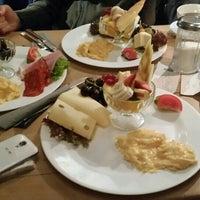 Das Foto wurde bei Schwarzes Café von Melis K. am 2/27/2016 aufgenommen