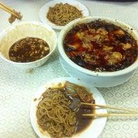 Снимок сделан в Лу Сюнь / 路讯餐厅 пользователем Alex S. 11/20/2012