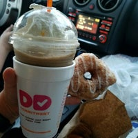 Photo taken at Dunkin Donuts by Natalia E. on 6/23/2016