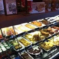 Foto tirada no(a) Starbucks por Rodrigo L. em 12/19/2012