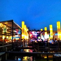 Foto tirada no(a) Waterside Resort Restaurant por Aom J. em 1/3/2013