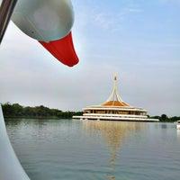 Das Foto wurde bei Suanluang Rama IX von Aom J. am 4/12/2013 aufgenommen