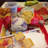 Das Foto wurde bei McDonald's von Натэлла Х. am 10/31/2013 aufgenommen