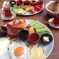 Photo taken at Kumburgaz Dilek Pasta Cafe & Restaurant by kutay y. on 9/20/2014
