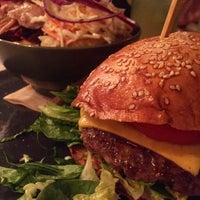 Das Foto wurde bei Burger Heart von Robert H. am 3/17/2017 aufgenommen