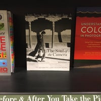 Photo taken at Barnes & Noble by Kronnum A. on 11/4/2017