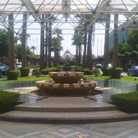 Photo taken at Sheraton Jeddah Hotel by dimmie 8. on 9/17/2012